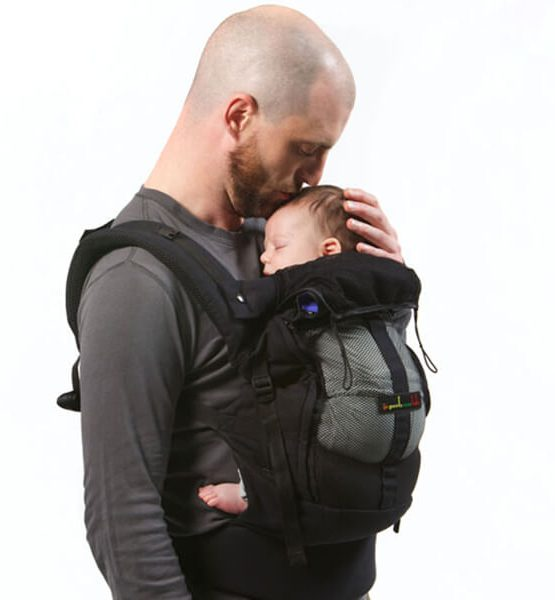 Je Porte Mon Bébé Physio Carrier with newborn booster to add height physiological adaptable
